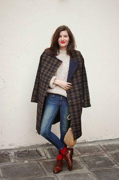 Paris Street Style | This Outfit : Manteau/coat : H&M (soldés en ce moment) Jean/denim : H&M Pull, sac et bottines/sweater, bag and boots : vintage. Chaussettes/socks : Josette