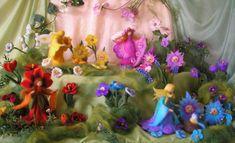 Die hier abgebildeten Produkte sind Beispiele, die mit der wunderbaren Technik des Nadelfilzens herstellt worden sind. Waldorf Crafts, Waldorf Dolls, Felt Crafts, Diy And Crafts, Spring Nature Table, Fairy Figurines, Flower Fairies, Fairy Dolls, Felt Dolls