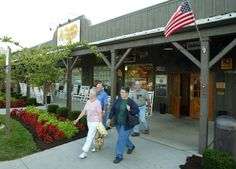 There is something so welcoming about driving up to a Cracker Barrel! From veggie plates, to southern comfort food, to breakfast all day long - there's something for everyone on their delicious menu! And who can resist the retail store where you can find unique gifts for any occasion?! #cboldcountrystore #ad #roadtripdining #southerncomfortfood #homecookedmeals