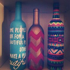 Painted wine bottles, gonna get crafty during break :) Do It Yourself Quotes, Do It Yourself Home, Cute Crafts, Crafts To Do, Arts And Crafts, Wine Bottle Crafts, Bottle Art, Painted Wine Bottles, Idee Diy