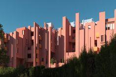 Designed in 1968 by the architect Ricardo Bofill, La Muralla Roja—the Red Wall—is a masterpiece located in the La Manzanera development in Calpe, Spain. It's a housing complex designed more l…