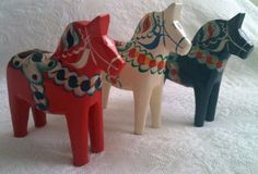 Vintage dala horses. I need the red, white and blue version!