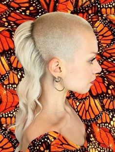 Short Hair Shaved Sides, Half Shaved Head Hairstyle, Long Hair Cut Short, Shaved Hair Cuts, Very Short Hair, Short Hair Cuts For Women, Short Hair Styles, Mullet Hairstyle, Dreads With Undercut