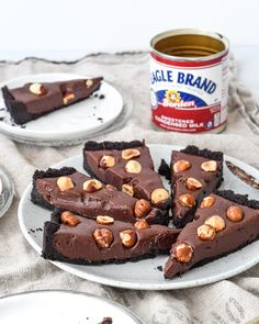 Wow your besties this with a six ingredient Dulce De Leche Ganache!because let's be real- nothing pleases a sweet toothed crowd more than chocolate & caramel goodness. Recipe by our talented friend 👩🍳! Great Desserts, Cookie Desserts, No Bake Desserts, Delicious Desserts, Yummy Food, Tart Recipes, Candy Recipes, Mexican Food Recipes, Holiday Recipes