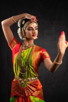 Kathak Costume, Kathak Dance, Dance Silhouette, Mother India, Indian Classical Dance, Beautiful Girl Photo, Dance Poses, Dance Fashion, Dance Pictures
