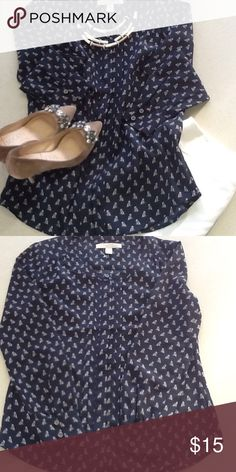 273a4777fd 💕Gorgeous Navy Banana Republic blouse💕
