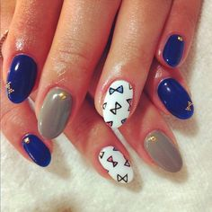 Navy blue, grey and white Nails with little bows