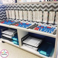 Word Work Differentiation I LOVE how easy it is for my students to practice words that are just right for them! They simply grab their list and then make a choice on how to practice their words! Word Work Stations, Word Work Centers, Reading Centers, Reading Workshop, Daily 5 Kindergarten, Kindergarten Centers, Literacy Centers, Kindergarten Portfolio, Literacy Stations