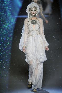 """John Galliano Fall 2009 Redeems Itself from """"Toxic"""" Snow with Gauzy Gowns"""
