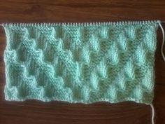 Mittens knitting stitch tutorial / knitting a diagonal fantasy stitch / easy knitting Knitted Mittens Pattern, Knitting Paterns, Knitting Videos, Easy Knitting, Knitting Designs, Pencil Case Tutorial, Diy Pencil Case, Stitch Patterns, Crochet Patterns