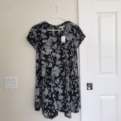 NWT urban outfitters dress NWT, urban outfitters, cheaper through pypl, baby doll style, flower paisley print Urban Outfitters Dresses Mini