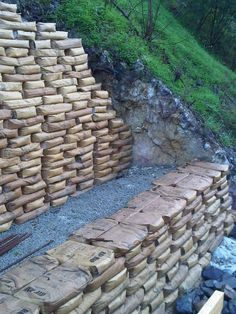 Discover thousands of images about An Easy Way to Build Retaining Walls: Leave the Concrete in the Bag, Stack Like Legos, Wet With a Hose - Diy Retaining Wall, Building A Retaining Wall, Concrete Retaining Walls, Gabion Wall, Landscaping Retaining Walls, Backyard Landscaping, Landscaping Ideas, Garden Retaining Walls, Concrete Cement