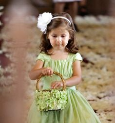 Such a gorgeous headband for a little girl