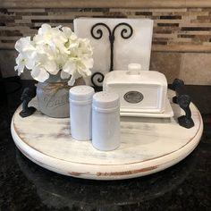 Lazy Susan Table, Diy Lazy Susan, Kitchen Countertop Decor, Kitchen Decor, Round Wood Tray, Tray Decor, A Table, Coffe Table, Distressed Wood
