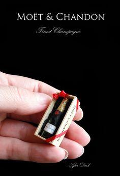 Moet y Chandon Champagne en caja miniatura por afterdarkafterall