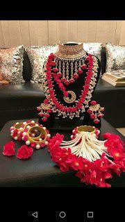 Wow n love this jewelry n wedding choice - jewelry diy Indian Jewelry Earrings, Indian Wedding Jewelry, Indian Bridal, Indian Weddings, Bridal Bangles, Bridal Jewelry, Flower Jewellery For Mehndi, Flower Jewelry, Diamond Jewellery