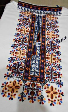 Cross Stitch Embroidery, Embroidery Patterns, Neckline Designs, Textile Texture, Knitting Designs, Needlework, Pattern Design, Diy And Crafts, Quilts