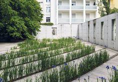 Gartenhof der Swiss Re (Bank Vontobel) von Kienast Vogt Partner in Zürich, (Bilder: Georg Aerni / Kienast Vogt Partner) Lawn And Landscape, Landscape Plans, Urban Landscape, Landscape Design, Landscaping Near Me, Garden Landscaping, Sustainable Architecture, Landscape Architecture, Classical Architecture