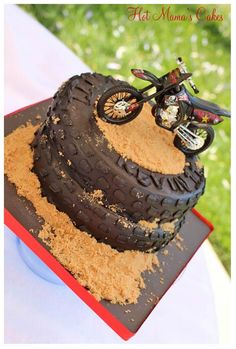 Cute but use bc hunter will never have a dirt bike lol - tutorials motivtorten - Bike Birthday Parties, Dirt Bike Birthday, Cake Birthday, Birthday Cakes For Boys, Motorcycle Birthday Cakes, Birthday Ideas, Dirt Bike Cakes, Dirt Bike Party, Bolo Motocross