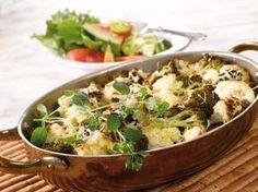 Koko ateria kasvislisukkeineen valmistuu kerralla tässä herkullisessa uunigratiinissa.
