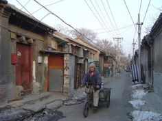 Pékin - Hutong  We visited a Hutong and rode in a rickshaw.
