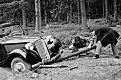 Citroën-Op weg naar de Noordkaap Citroen Traction, Traction Avant, Automobile, Classic Mini, Vw Beetles, Monster Trucks, Vehicles, France, Car