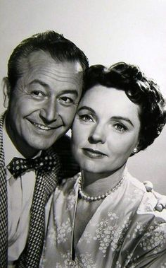 "Robert Young Jane Wyatt: ""Father Knows Best""-Silver Screen Star/Movie Film Star/Actors/Celebrity Hollywood Couples, Hollywood Stars, Classic Hollywood, Old Hollywood, Classic Tv, Classic Movies, Tv Retro, Tv Moms, Father Knows Best"
