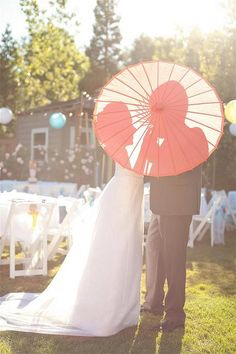 Umbrella couple picture - @Jaime Bagwell this would be a beautiful picture for your wedding.