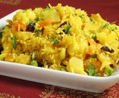 Il biryani è una gustosa ricetta tipica indiana a base di riso al quale si accompagnano carne o verdure, in questo caso proposta in una variante vegetariana molto saporita e appetitosa.