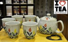Set pintado a mano de Tetera (500 ml) + Filtro + 5 tazas. 18 euros (ref. SetFloresColores)