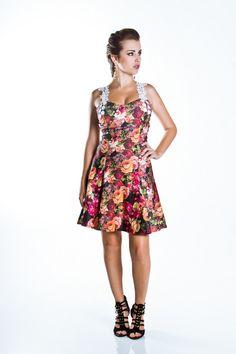 Vestido Evasê Floral com Alça de Renda