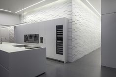 Image 9 of 27 from gallery of Layers of White / Pitsou Kedem Architects. Photograph by Amit Geron Interior Design Kitchen, Modern Interior, Interior Architecture, Minimalist Interior, Modern Decor, Latest Kitchen Designs, Shutter Decor, Pitsou Kedem, Boffi