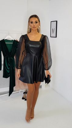 Teegan Faux Leather Puffed Sleeve Mini Dress - Source by schanzerdom - Colorful Outfits, Cute Casual Outfits, Casual Dresses, Elegantes Outfit Frau, Moda Chic, Fashion 2020, Fashion Trends, Looks Black, Leather Dresses