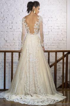 Vestido de Noiva Carol Hungria, coleção Fruits de Mer, perfeitos para casamentos glamurosos na praia.
