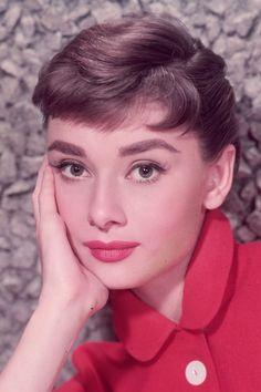 We tried Audrey Hepburn's mascara makeup trick. Get the full tutorial here: