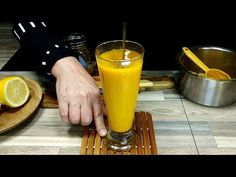 Drink Ginger + Turmeric Everyday Then This Will Happen To Your Body Tumeric And Ginger, Turmeric Uses, Turmeric Drink, Ginger Drink, Turmeric Recipes, Detox Recipes, Holistic Remedies, Herbal Remedies, Health Remedies