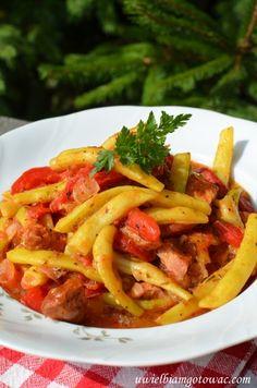 Fasolka szparagowa z boczkiem w sosie pomidorowym Thai Red Curry, Good Food, Veggies, Ethnic Recipes, Vegetable Recipes, Vegetables, Healthy Food, Yummy Food