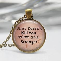 1 inch Round Pendant Tray - What Doesnt Kill You Makes You Stronger