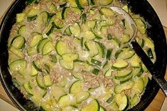 Spicy Zucchini - Minced Meat Pan by mareikaeferchen Turkey Recipes, Meat Recipes, Zucchini Lasagne, Carne Picada, Mince Meat, Best Meat, Detox Soup, Dried Beans, Meatloaf Recipes