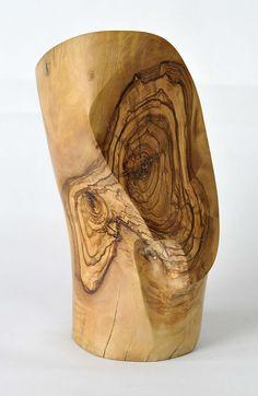 Escultura Busto. Madera de Olivo 29x20x13 cm. Autor: Luis Clúa.