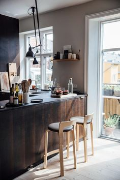 Cuisine industrielle rustique Home Tour with Line Borella Moose Antler Art Article Body: Moose antle Home Kitchens, Kitchen Remodel, Kitchen Design, Kitchen Inspirations, Modern Kitchen, Kitchen Interior, My Scandinavian Home, Home Decor, House Interior