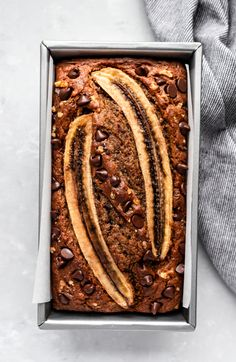 Delicious super moist healthy banana bread made with whole wheat flour, protein packed greek yogurt and naturally sweetened with pure maple. Best Healthy Banana Bread Recipe, Gluten Free Banana Bread, Banana Bread Recipes, Healthy Cake, Healthy Recipes, Healthy Foods, Beef Recipes, Baking Recipes, Cake Recipes