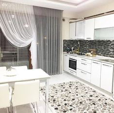 Açık renkler, sade ve zarif bir stil: Gülçilem hanımın yeni evi. Best Interior Design, Interior Decorating, Childrens Curtains, Kitchen Decor, Kitchen Design, Western Kitchen, Style Simple, Bedroom Flooring, Curtain Designs