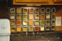 Looking for an easy way to organize your spices? Check out this awesome and frugal MAGNETIC Spice Rack DIY! Diy Spice Rack, Magnetic Spice Racks, Spice Storage, Spice Holder, Spice Shop, Kitchen Hacks, Diy Kitchen, Kitchen Storage, Kitchen Ideas