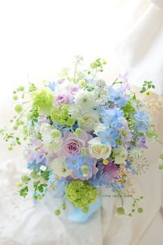 Gone are the days where weddings and wedding receptions mean securing the reception hall at one's local church that is around the corner. Flower Boquet, Beautiful Bouquet Of Flowers, Beautiful Flower Arrangements, Pastel Flowers, Beautiful Roses, Flower Vases, Spring Flowers, Flower Art, Floral Arrangements