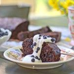 Chokladkaka med blåbär och zucchini Zucchini, Pudding, Desserts, Food, Tailgate Desserts, Deserts, Custard Pudding, Essen, Puddings