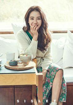 Song Ji Hyo Teases Spring 2018 in New Sisley Pictorial Ji Hyo Running Man, Ali Wong, Autumn In My Heart, Constance Wu, Fan Bingbing, Man Wallpaper, Song Hye Kyo, Angelababy, Korean Artist