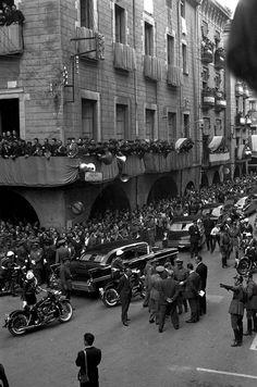 17 de maig 1960. Visita oficial del general Francisco Franco a la ciutat de Girona. Arribada de la comitiva a la plaça del Vi