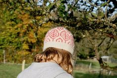 Hat with leaf pattern