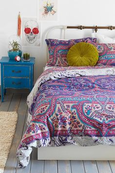 Magical Thinking Medallion Duvet Cover #urbanoutfitters I want my small space to be AWESOME. I entered the #UrbanOutfitters Pin A Room, Win A Room Sweepstakes! #smallspace